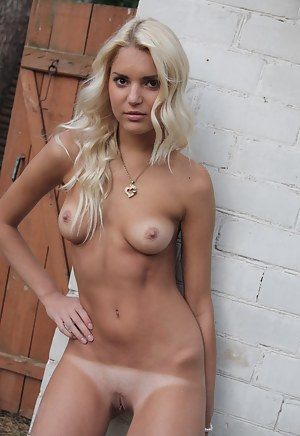 Free Tanned Young Porn Pictures